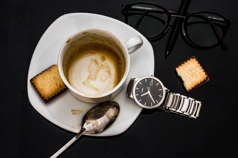 Lectura e interpretación de los posos del café
